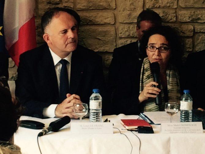 Muriel Domeanch aux côtés de Mouis le Blanc présentant le premier centre d'insertion et citoyenneté