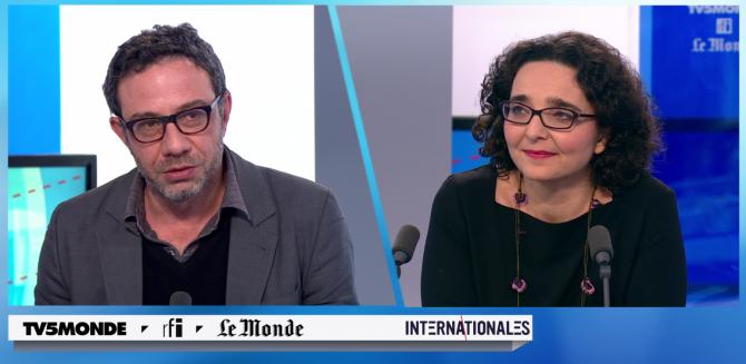 Captue d'écran de Muriel Domenach sur le plateau de TV5 Monde lors de l'émission Internationales.